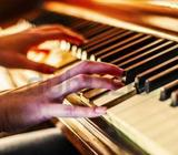 Play Piano within 10 Classes even Beginners #UAEPianoGuarantee to Play Songs within 10 Lessons. (Gua