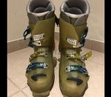 Salomon Ski Boots, size 11 UKI will give away male ski pants and jacket (size M) along with boots