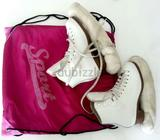 White leather skate shoes for girl.Brand : Jackson.For figure skating.With bag and blade cover.Size