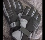 Ski Dubai gloves or snow glovesused only once
