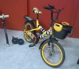 A very good condition training wheels included also pump