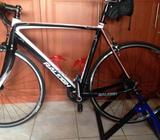 Raleigh militis - full carbon roadBB30Shimano 105 group SetPrologo seatIncl shimano pedals , cleats