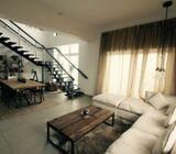 للبيع شقة دوبلكس 3 غرف واسعة و غرفه خادمه  في الجميره هايتس - دبي